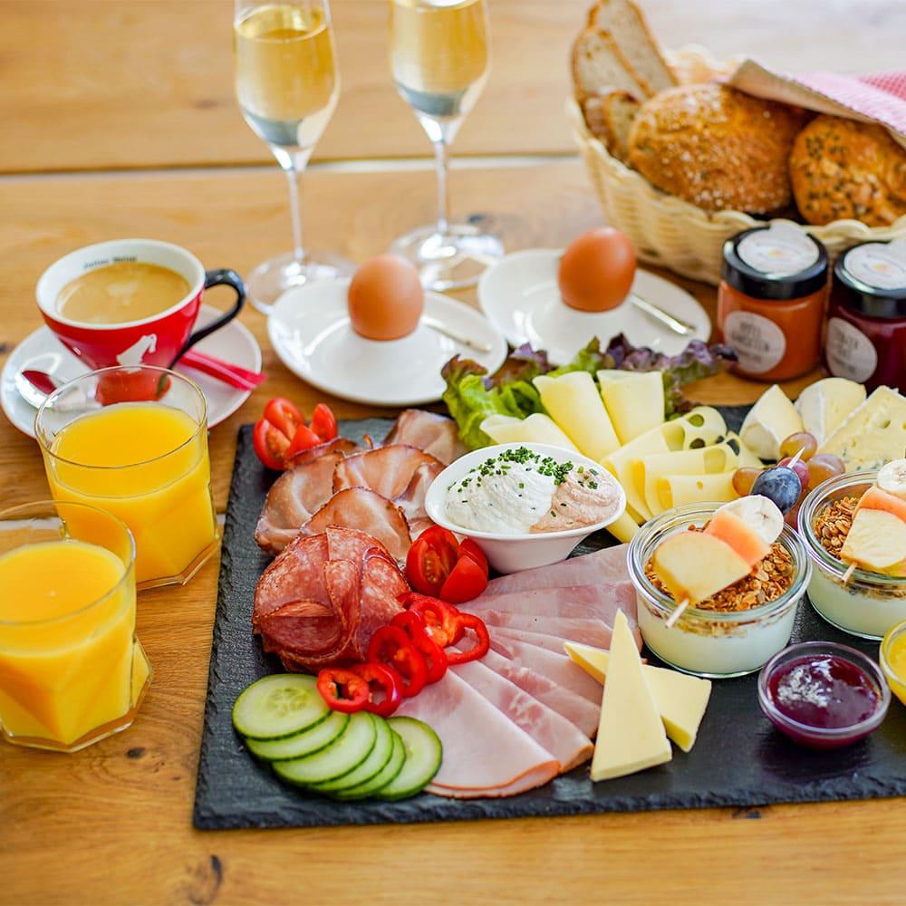 Kaiser-Frühstück in der Bauernkrapfen-Schleiferei