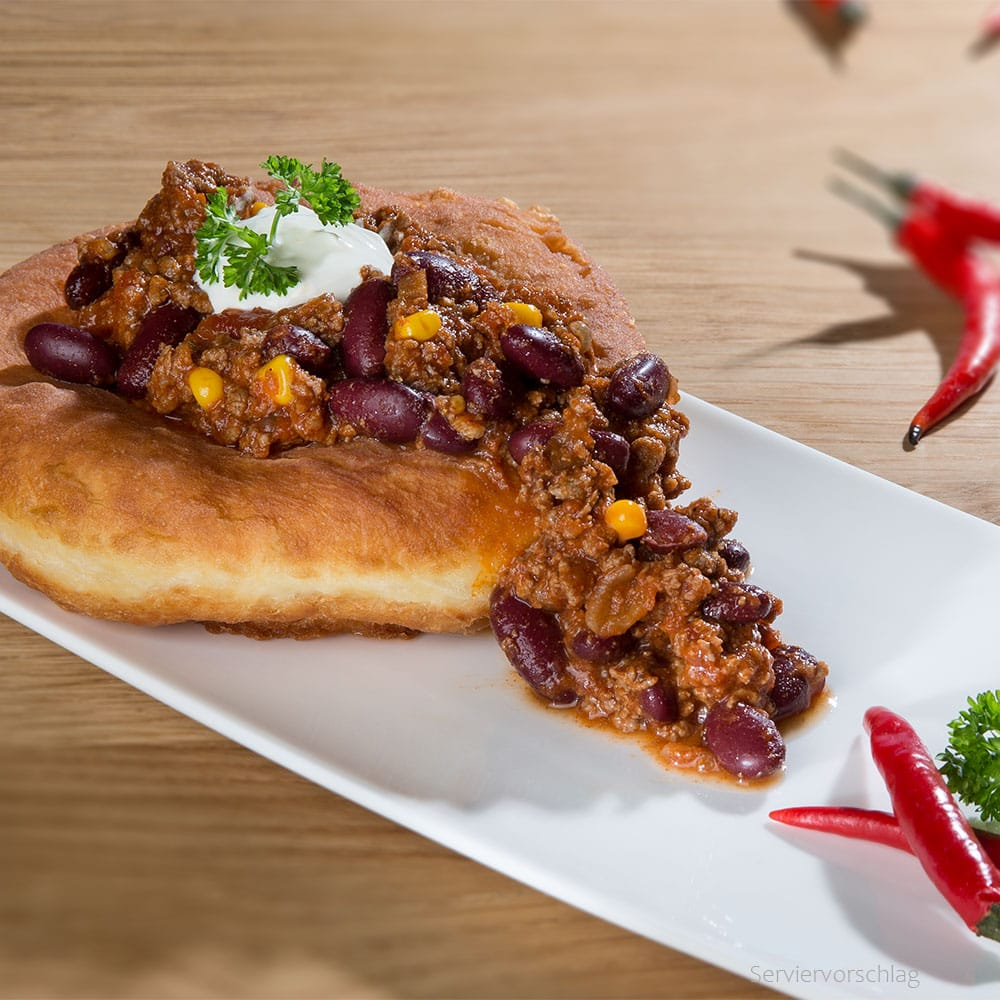 Bauernkrapfen mit Chili con carne